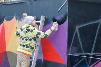 Okuda pintando